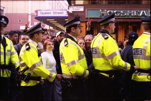 Police kettle anti-war protestors, Glasgow 2003